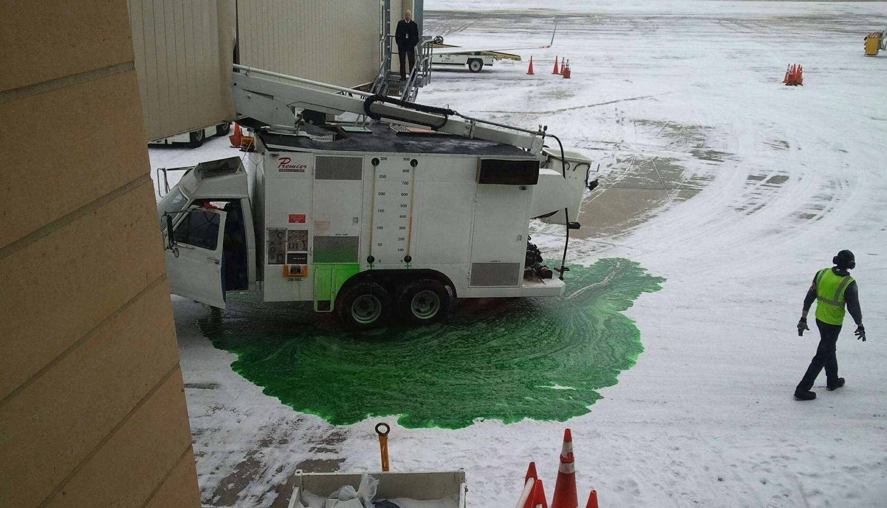 De-Icing truck colides with jetbridge at Bismarck Airport