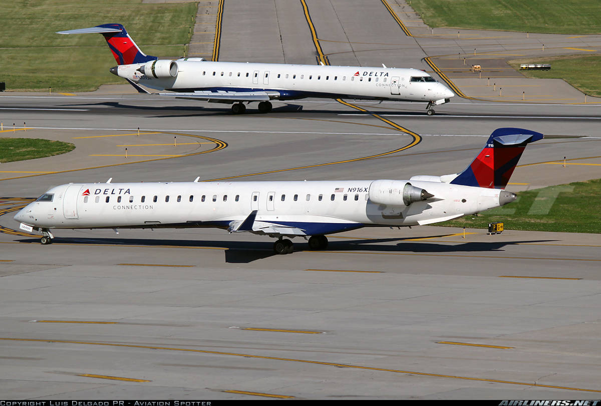 Endeavor Air F/A busted for selling mini alcohol bottles on Craigslist