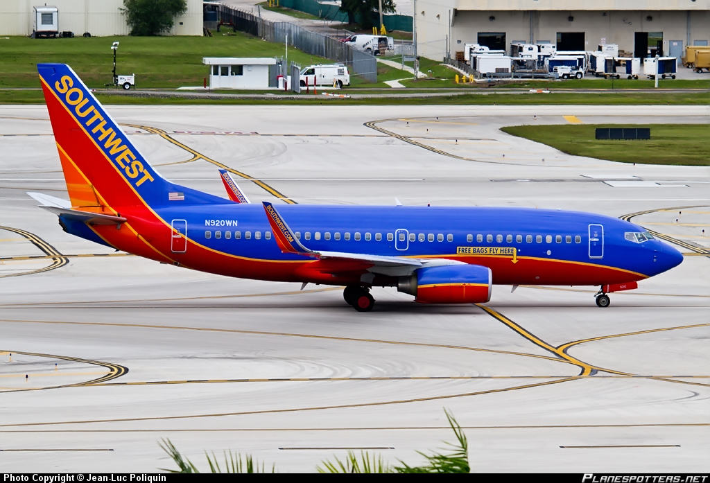 Southwest Airlines 737-700 returns to Boston with four injured because of turbulence