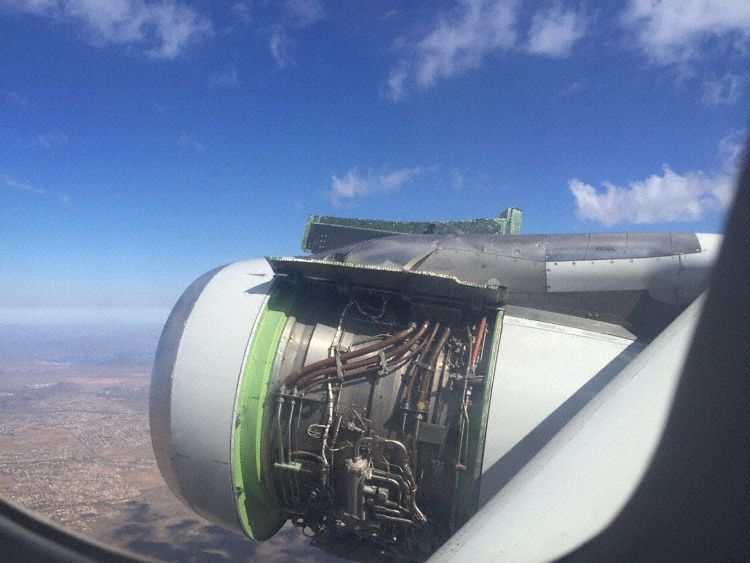 American Airlines A320 looses engine cowling during take-off