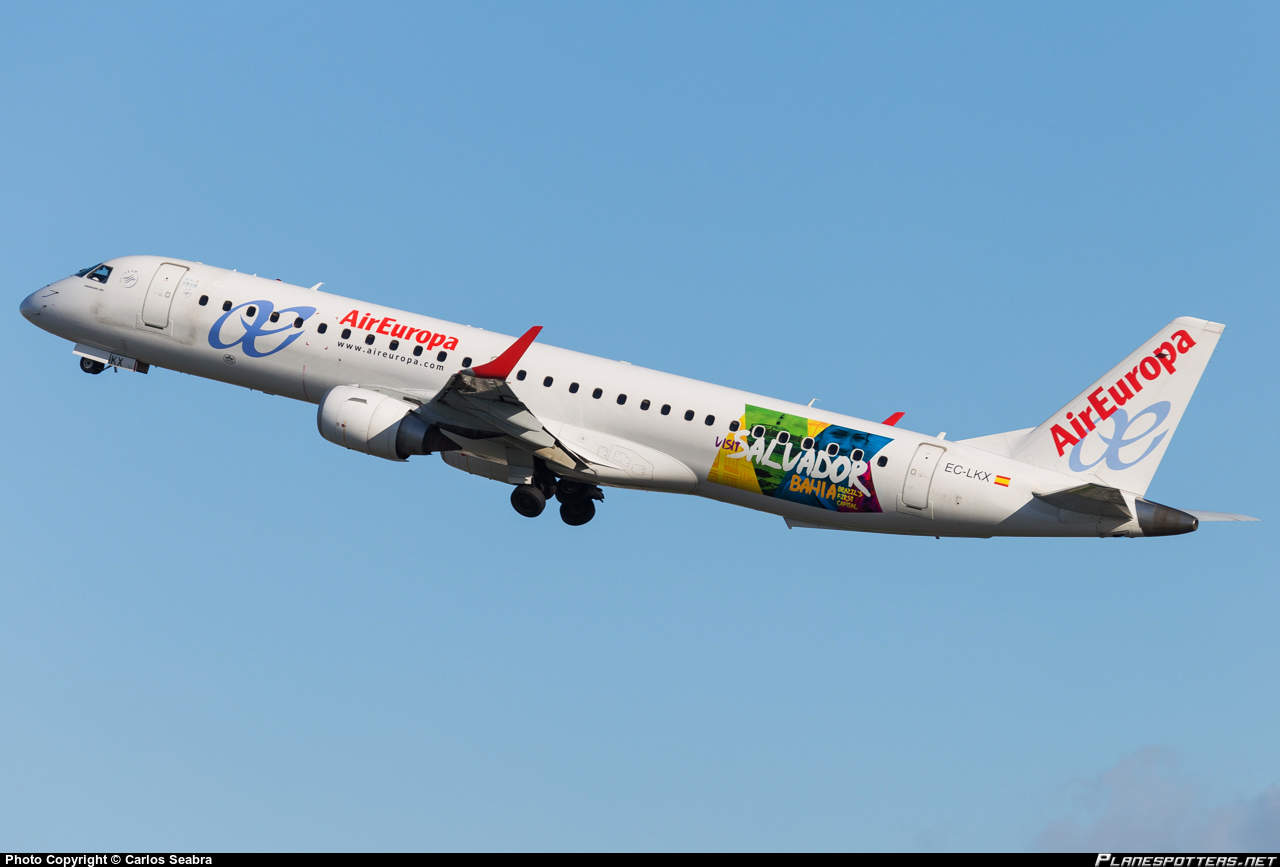 Air Europa E-195 gets open door warning during approach
