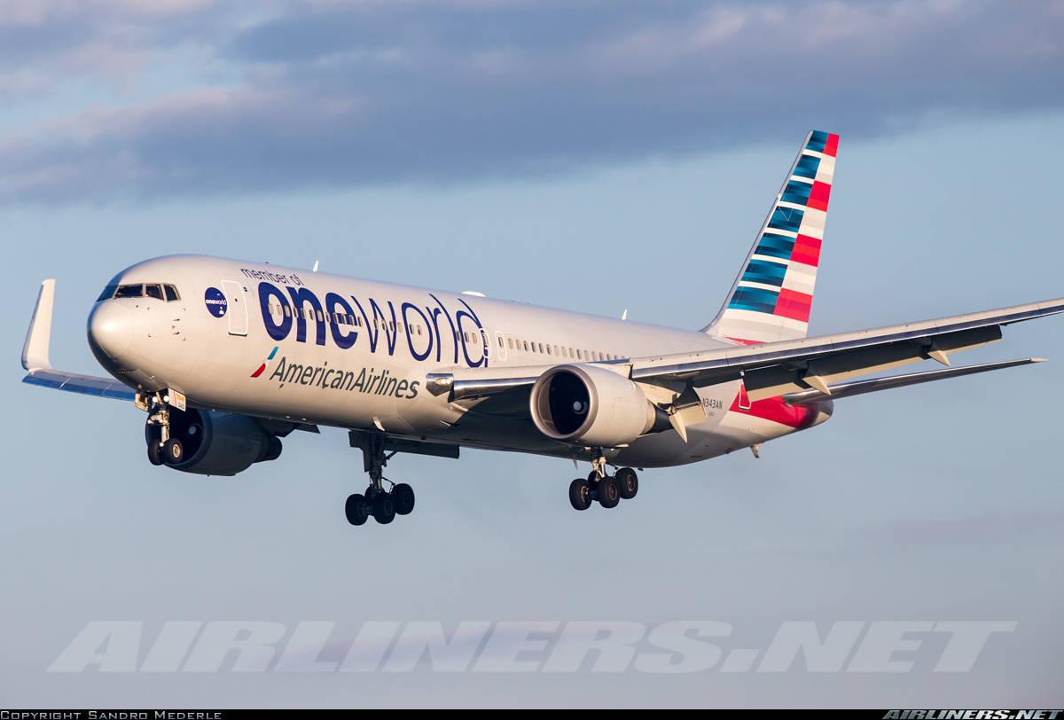 N343AN of American Airlines has hydraulic leak