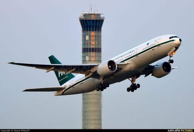 PIA – Pakistan International Airlines takes extra passengers in the aisle