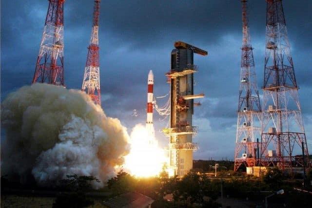 Indian rocket launches 104 satellites