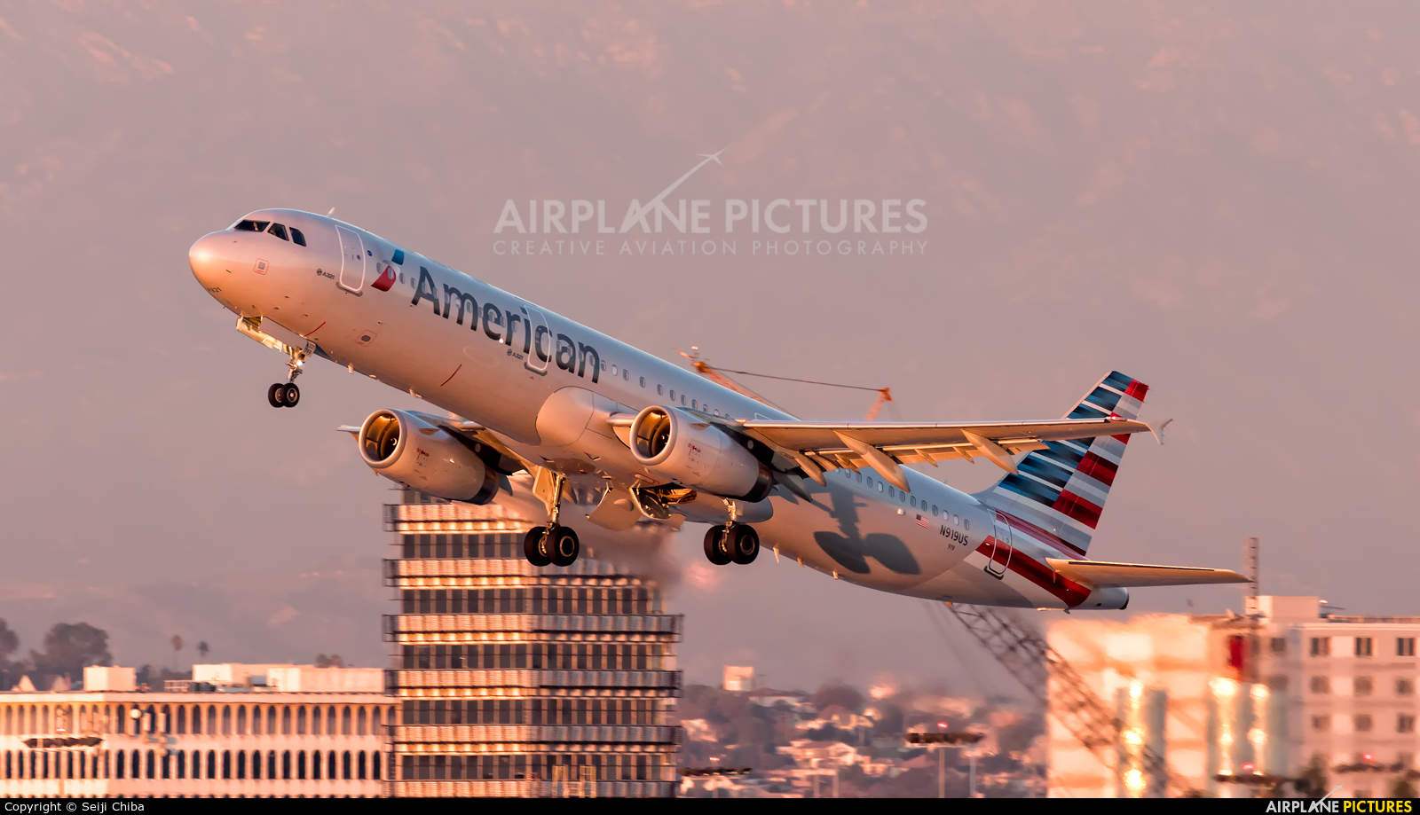 American Airlines has bug with F/A roster for Christmas time
