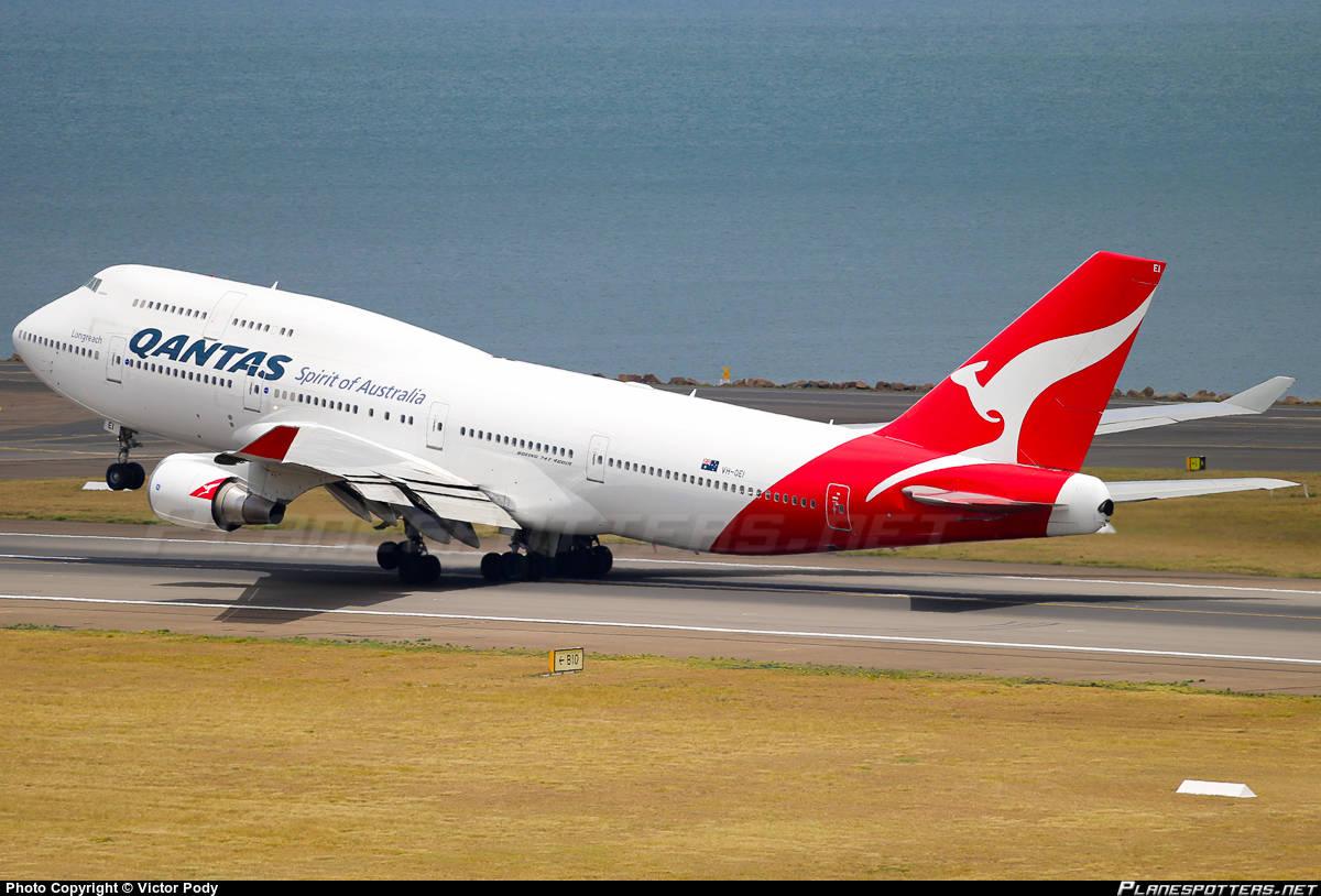 Qantas looks into Boeing 777-8