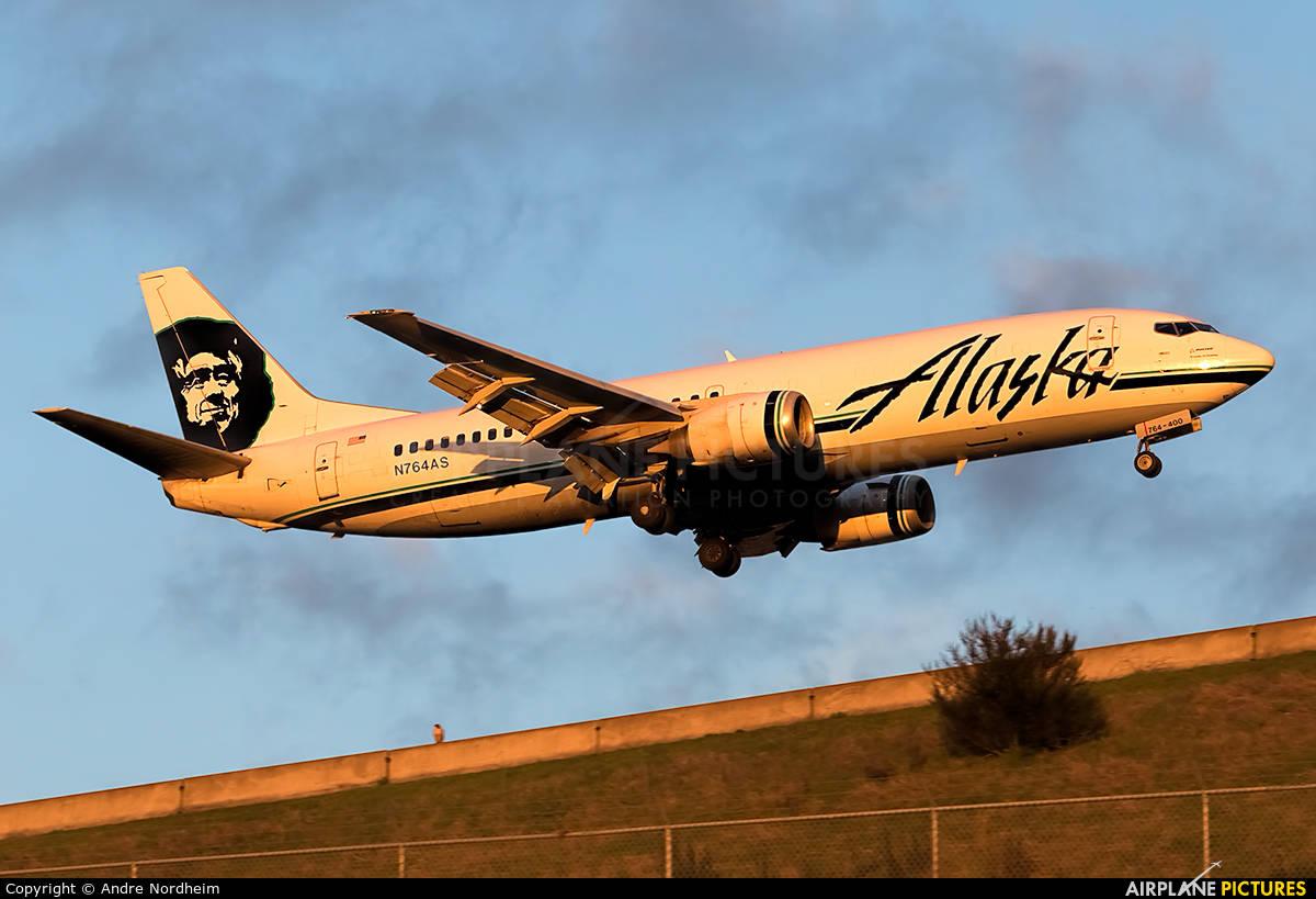Alaska Airlines flight kills deer upon landing