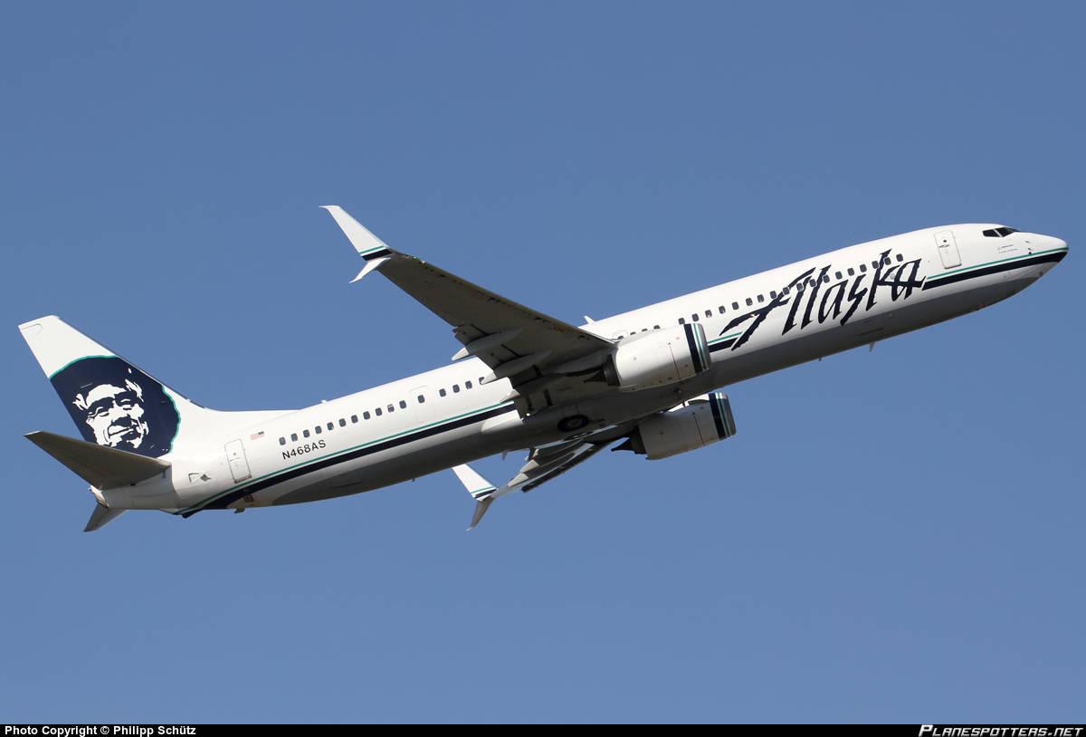 Alaska Airlines flight lands on Taxiway at Sea-Tac