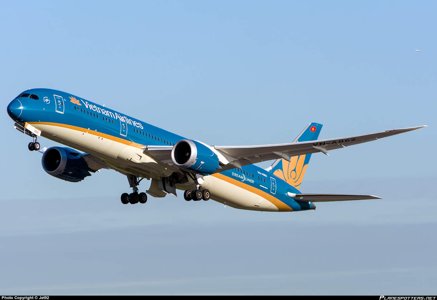 ANA All Nippon Airways to buy stakes in Vietnam Airlines