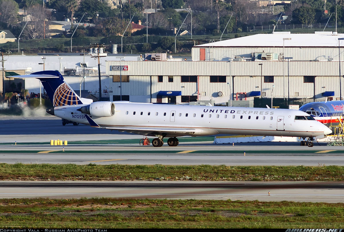 UA-6517 returns to Tucson (AZ) with smoke onboard