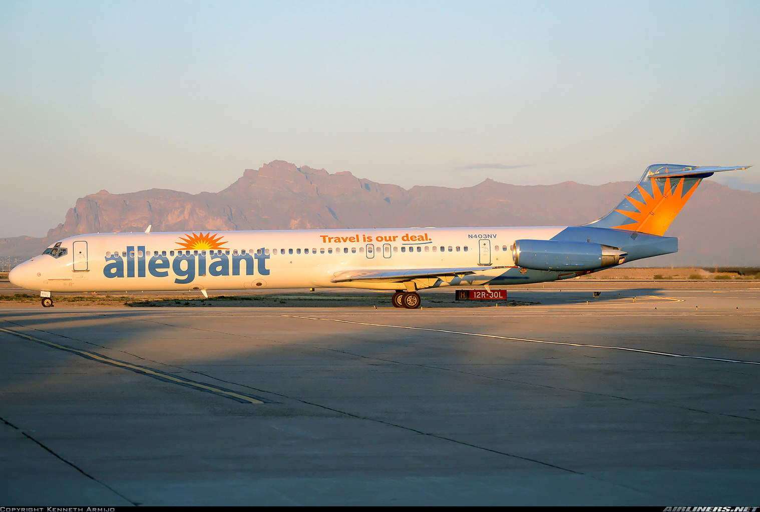 Allegiant passengers clap as family walks out of the plane because of allergic reaction