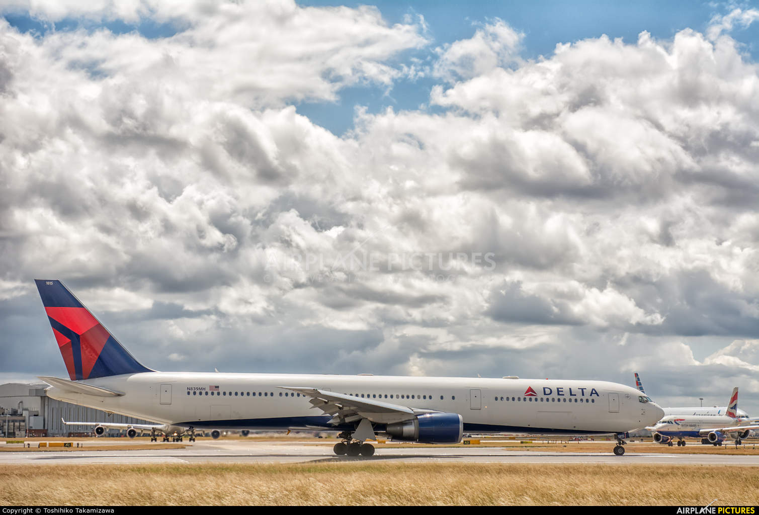 Employees at Delta Air Lines take home part of largest profit sharing payout in U.S. history
