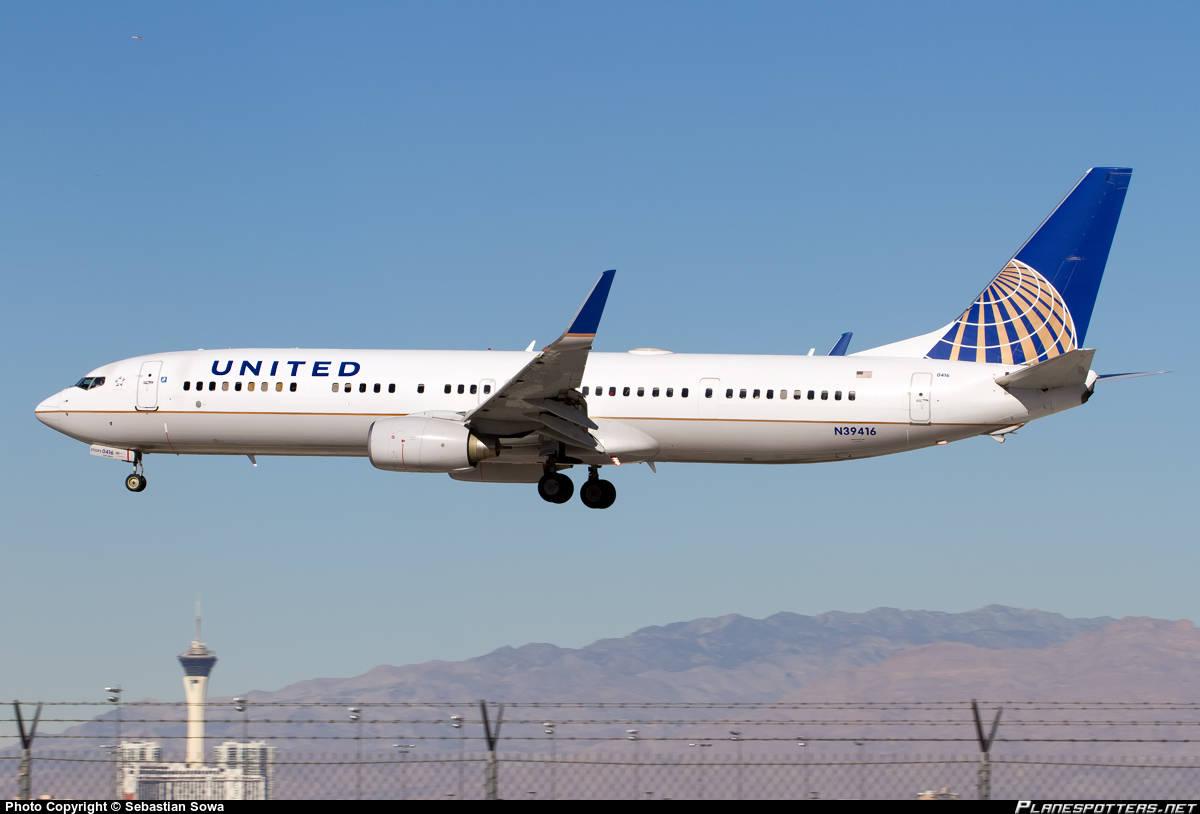 UA-1179 has engine problems upon climb out of Las Vegas