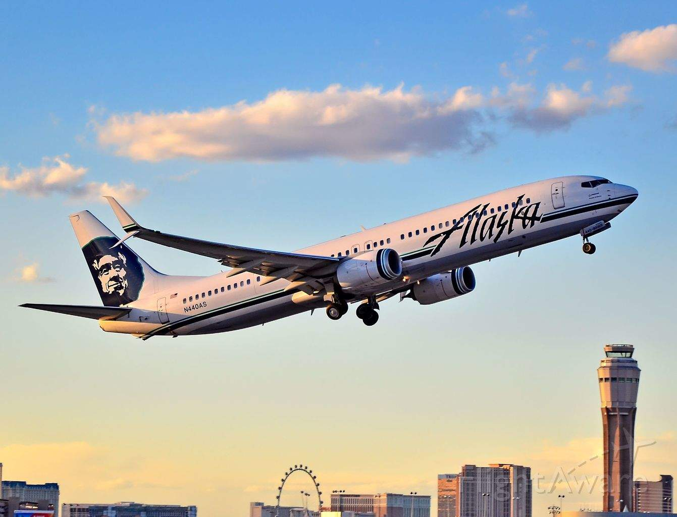 Alaska Airlines and jetBlue place bids for Virgin America