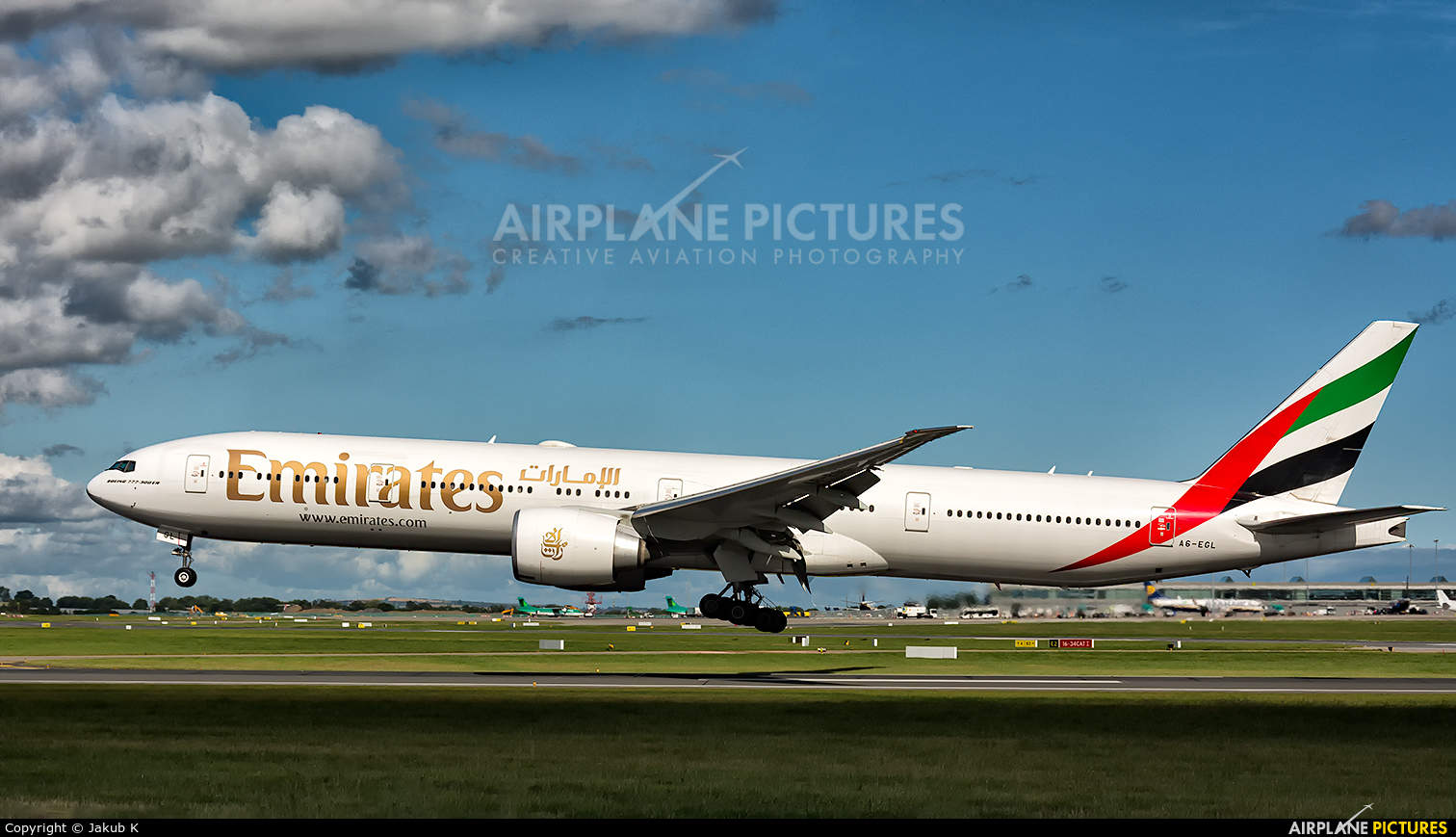Emirates to offer 10 daily flights to London