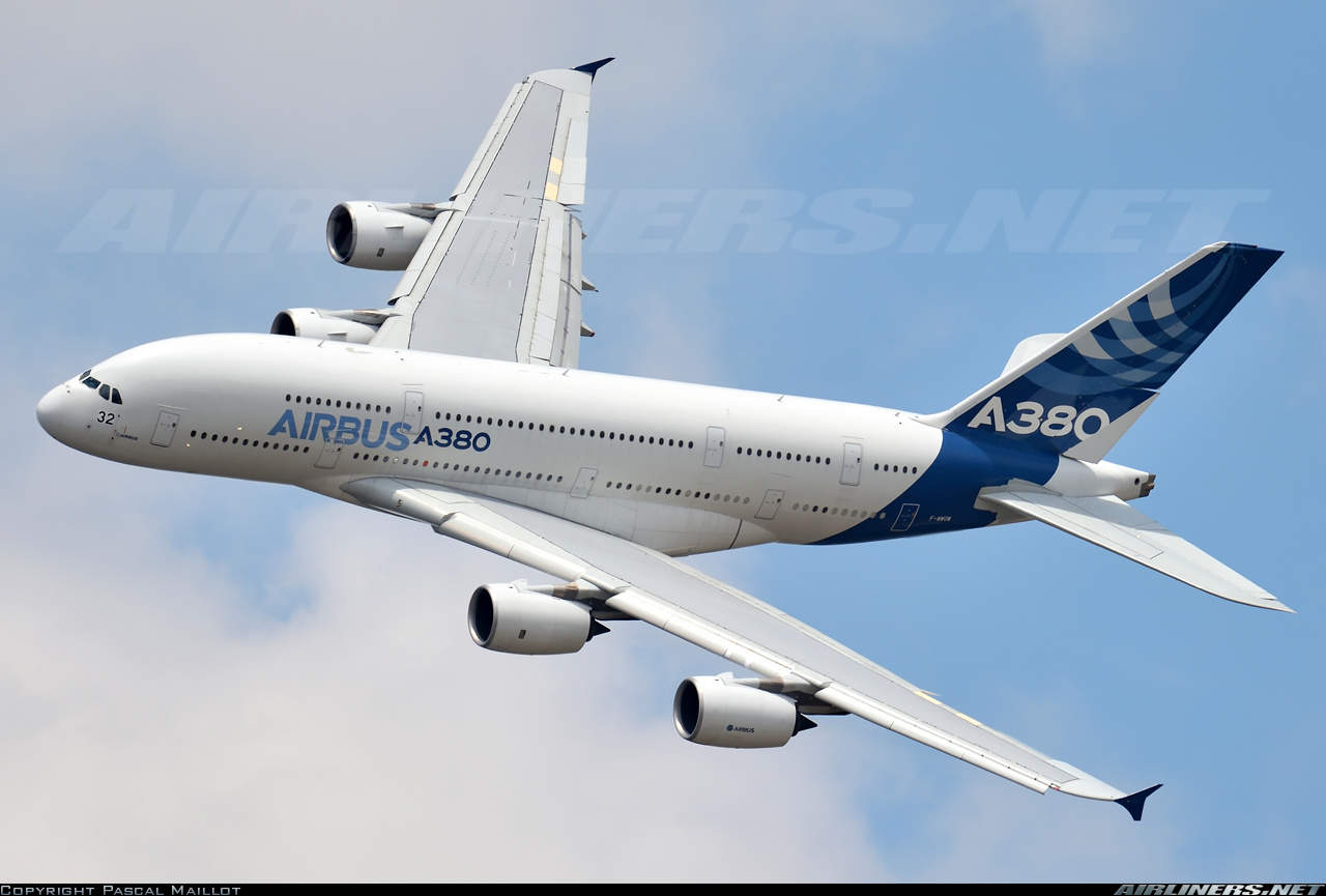 Airbus cuts A380 output