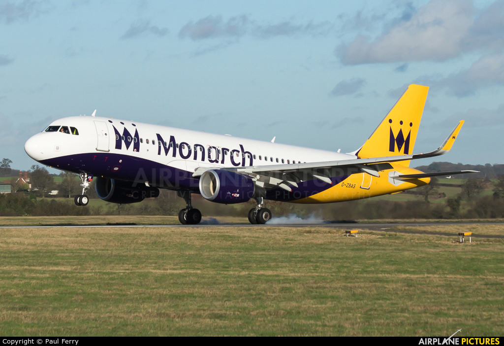 easyJet looking into purchasing Monarch