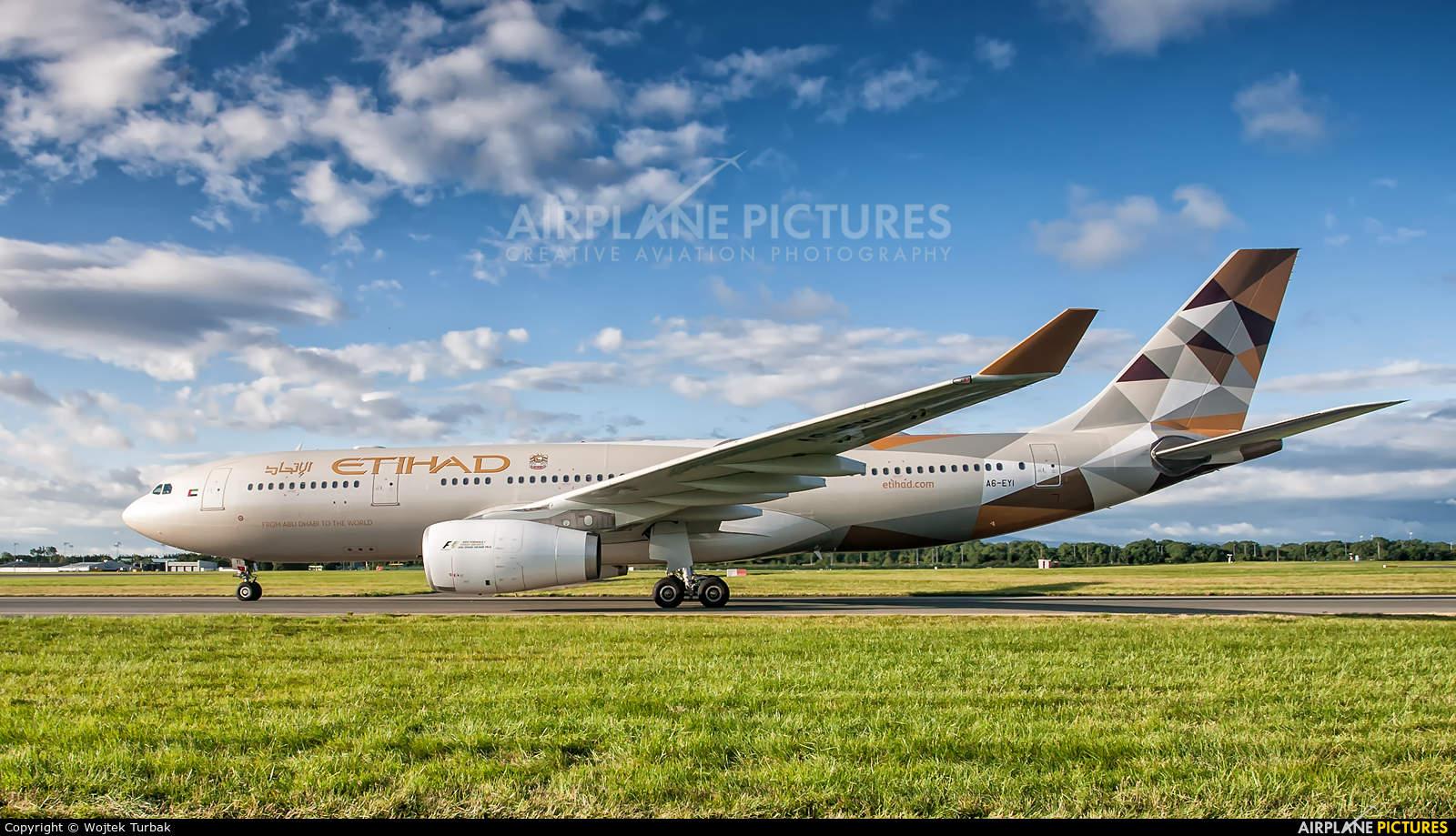 Captain delays Etihad flight for Grand-Parents to visit dying grandson