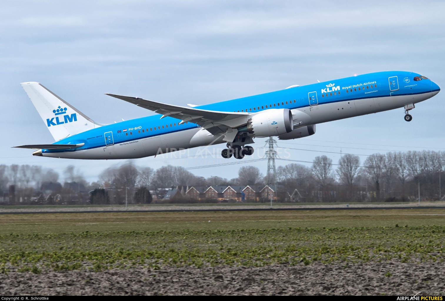 KLM Royal Dutch Airlines sends Dreamliner to San Francisco