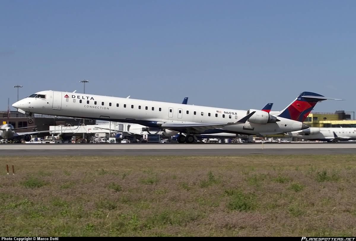 9E/DL-4058 looses cabin pressure