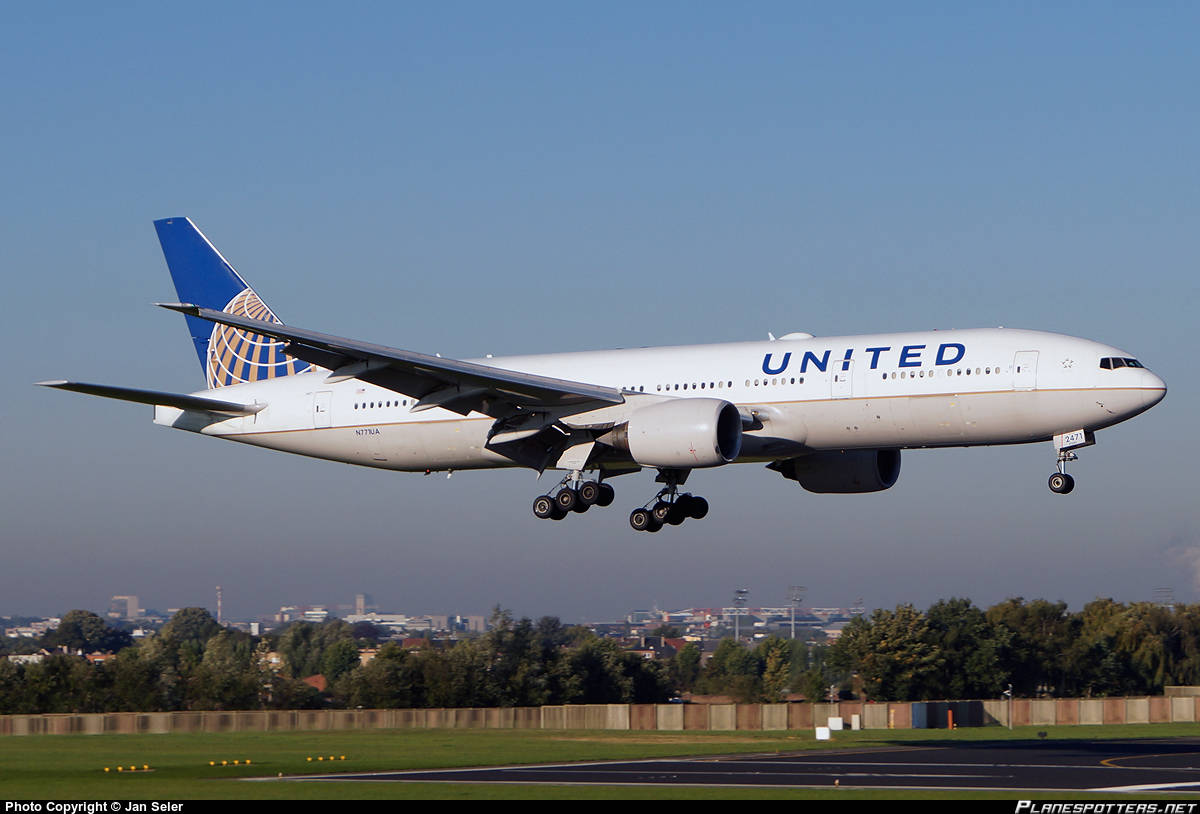 United Airlines flight returns to Honolulu because of low fuel