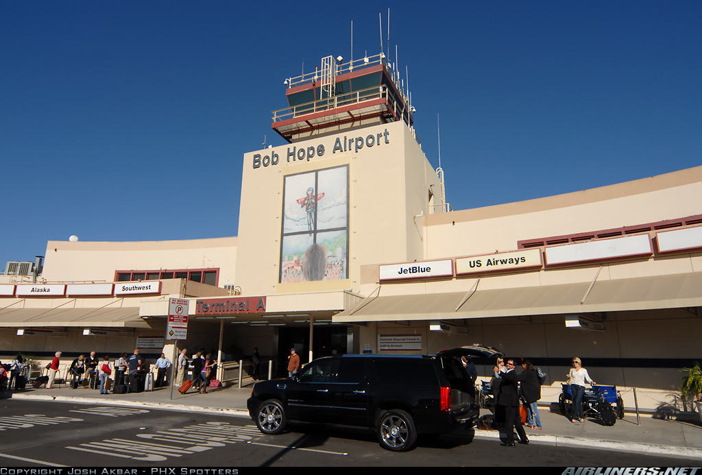 "Bobe Hope Airport changes his name to ""Hollywood Burbank Airport"""