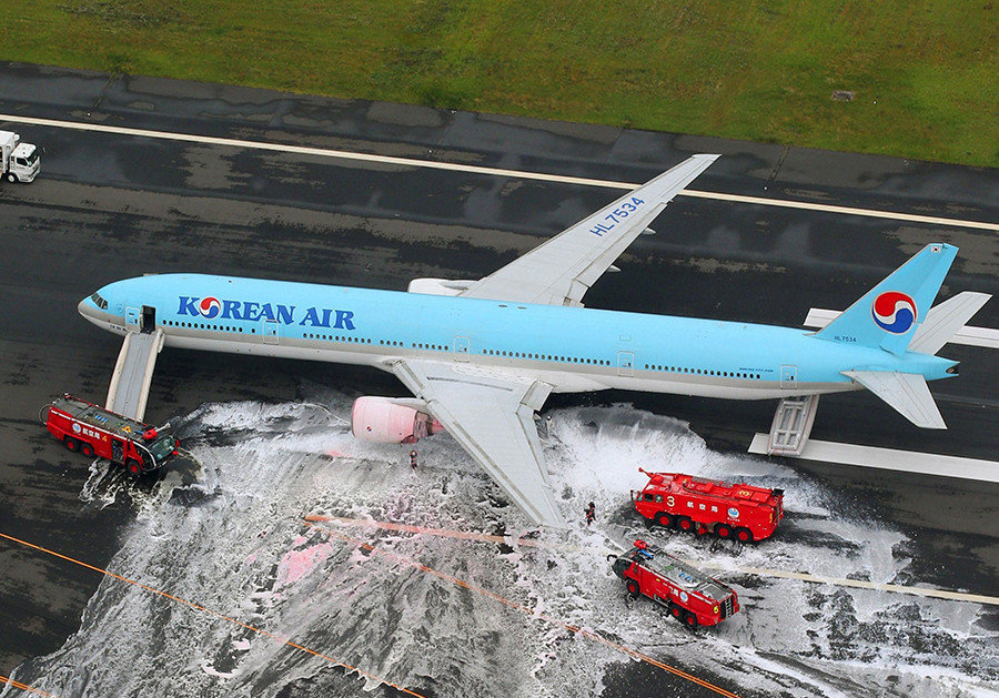 Korean Air flight 2708 aborts take-off because of engine fire