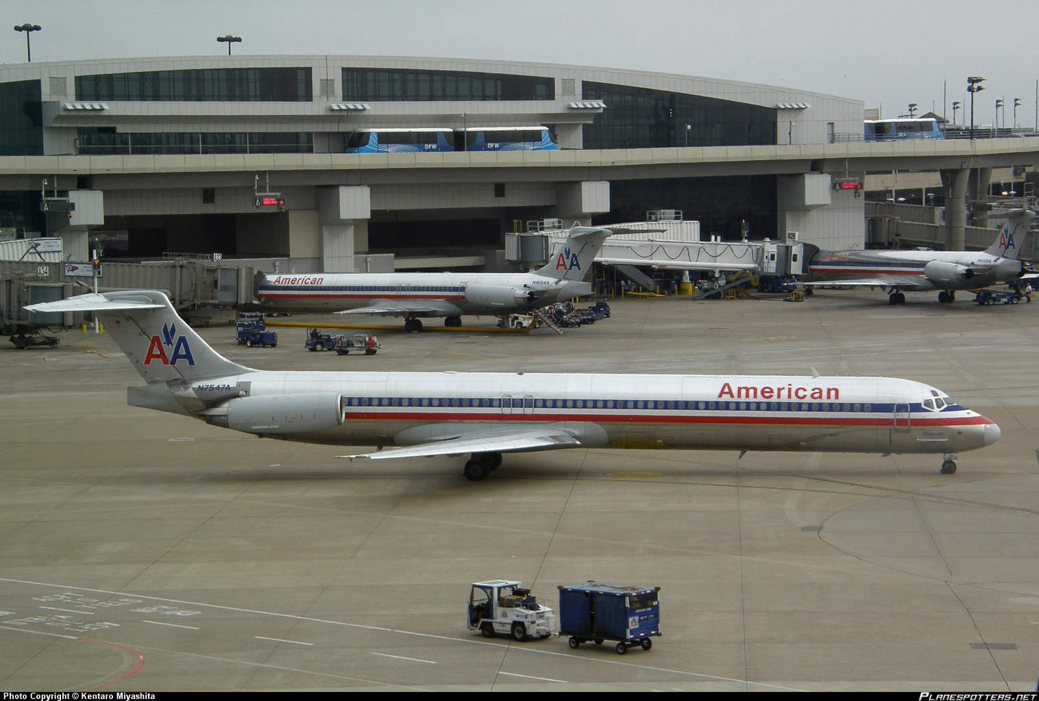 American Airlines MD-82 has cabin filled with smoke odour