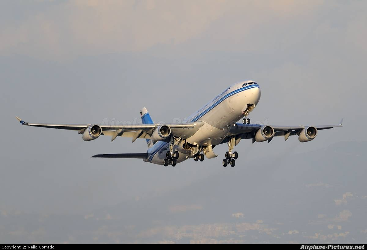 Kuwait Airways A340-300 has hydraulic problems