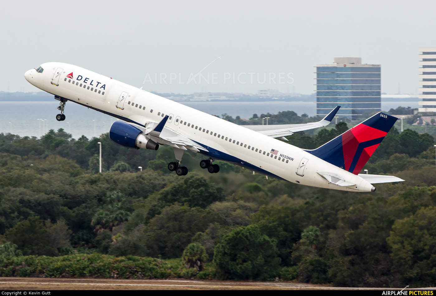"""Delta Air Lines reveals new """"global"""" safety video"""