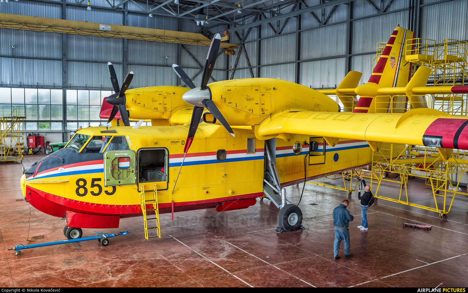 Bombardier sells Waterbomber division to Viking Air