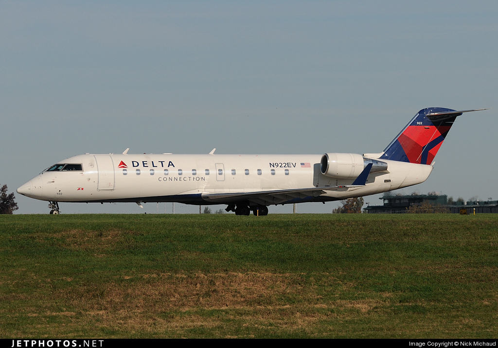 Delta Connection (Operated by ExpressJet) CRJ-200 suffers hydraulic failure