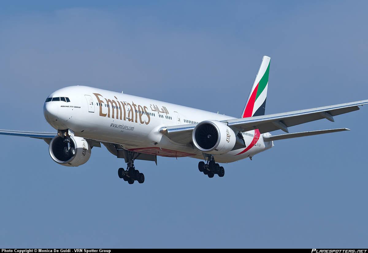 Emirates Boeing 777-31H(ER) performs flaps up landing at Hamburg