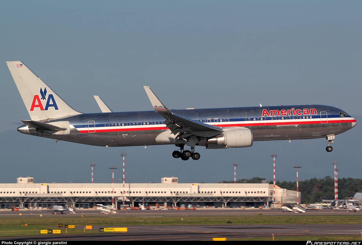 American Airlines Boeing 767-300(ER)(WL) has uncomanded slat deployment