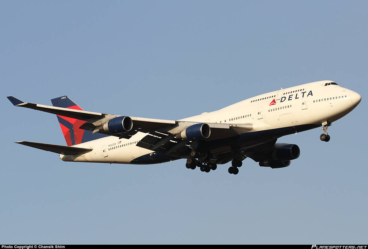 Delta Air Lines Boeing 747-400 suffers dual FMS failure