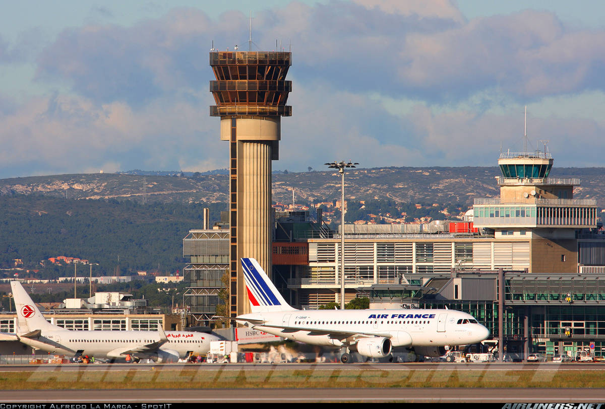 Marseille airport evacuated because of suspicious package