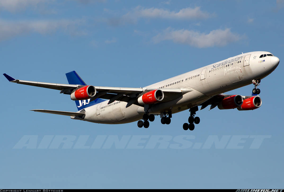Scandinavian Airlines Airbus A340-313 diverts to Novosibirsk because of cabin pressure problems