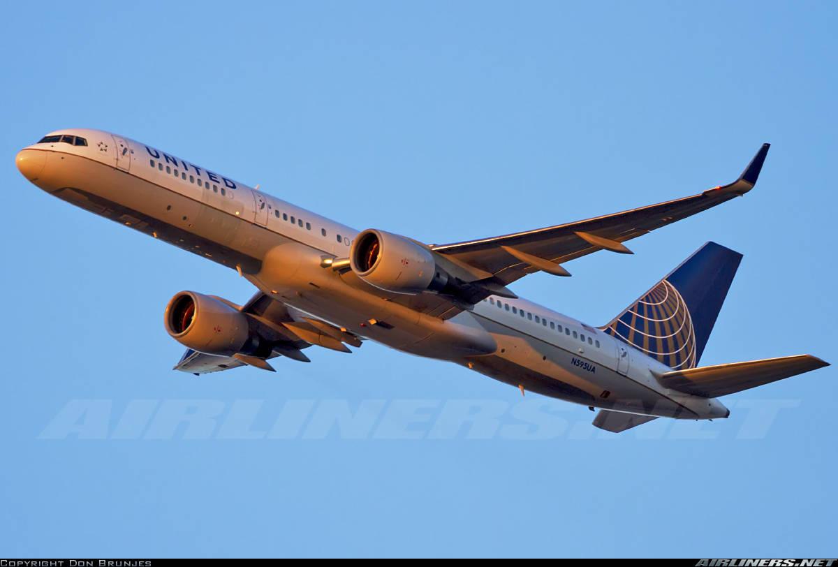 Panel door seperates inflight on United Airlines Boeing 757-222(WL)