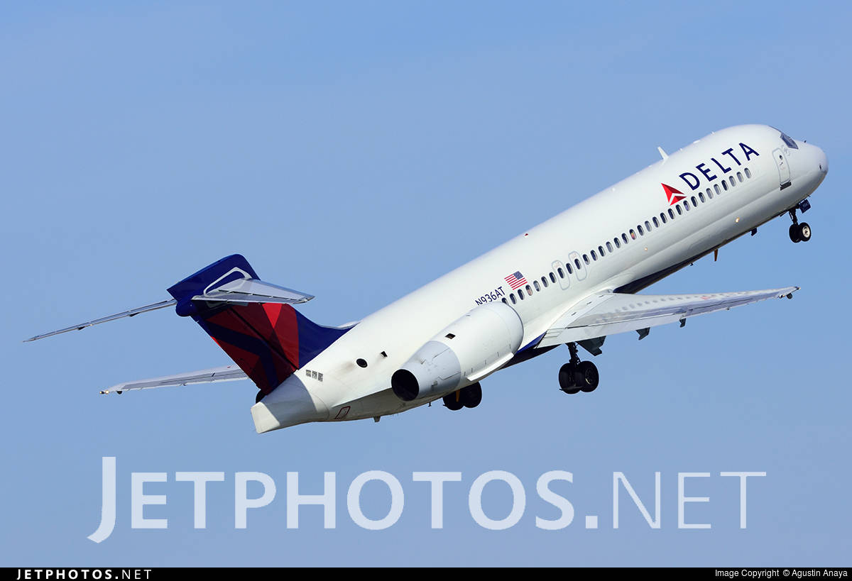 Delta Air Lines 717-231 diverts to Raleigh because of engine fire indication