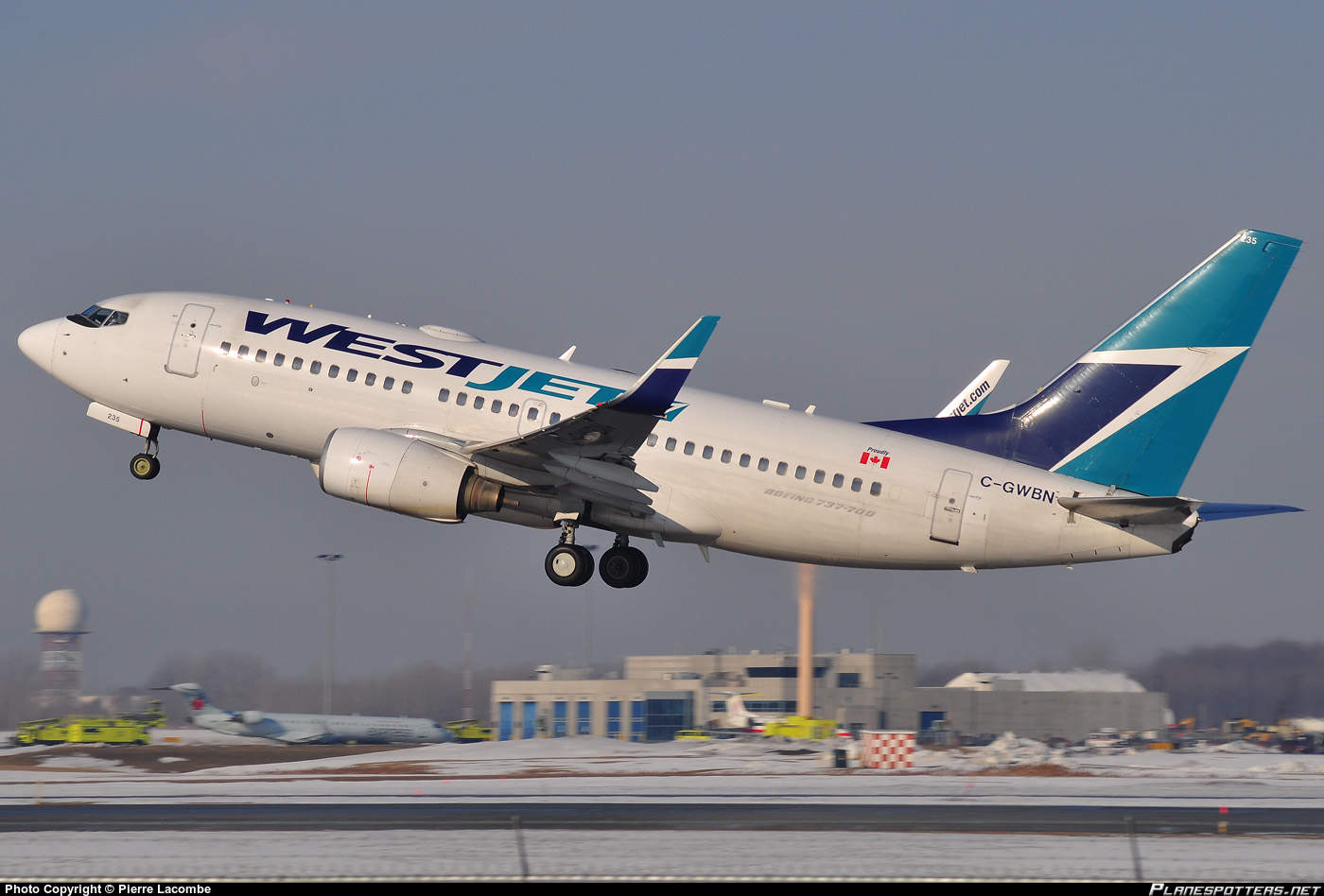 Stong fumes and haze onboard a WestJet Boeing 737-7CT(WL)