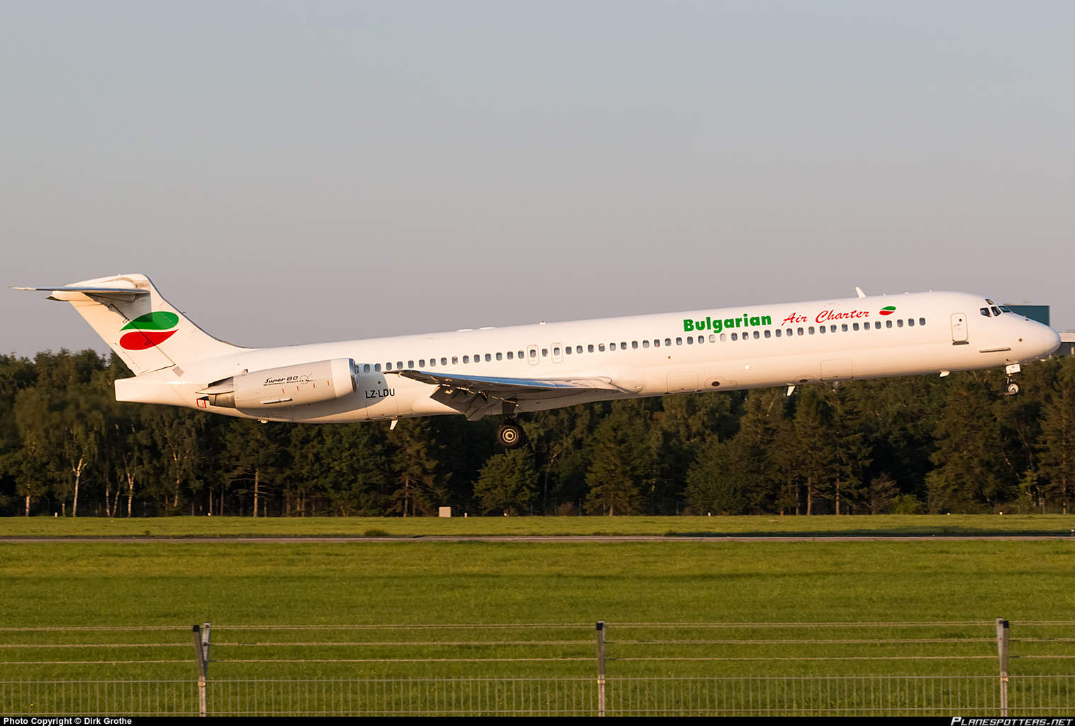 lz-ldu-bulgarian-air-charter-mcdonnell-douglas-md-82_PlanespottersNet_642065