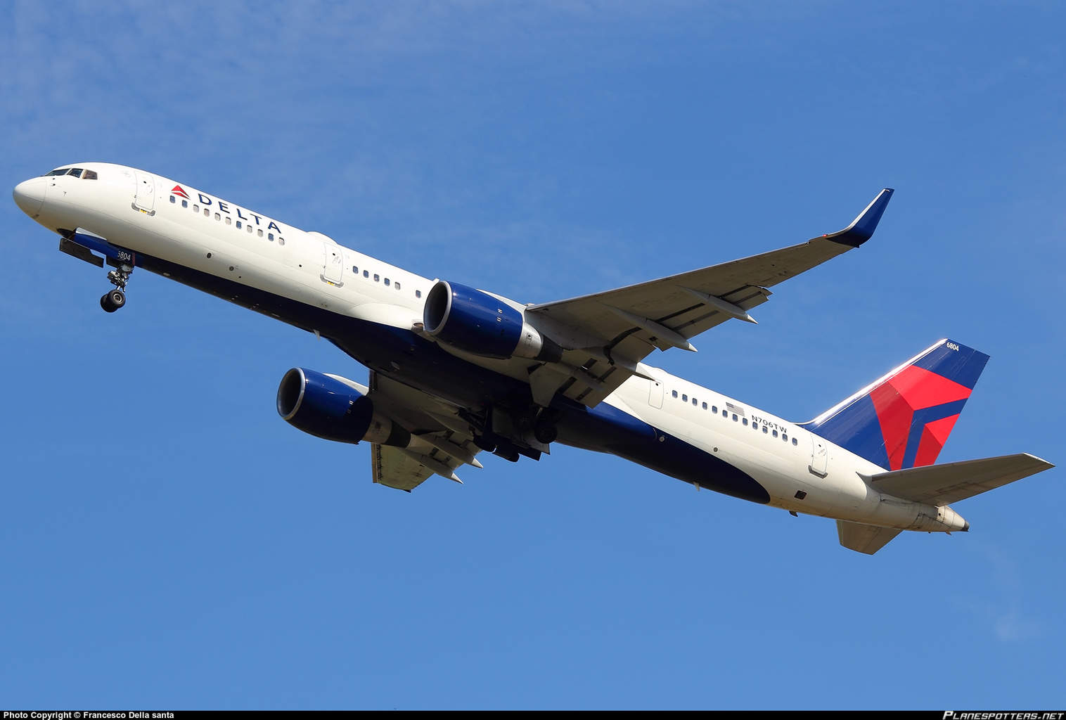 Delta Air Lines Boeing 757-2Q8(WL) has engine fire warning