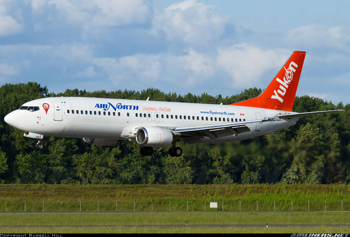 Air North Yukons Airline Boeing 737-48E has smoky smell on the flight deck