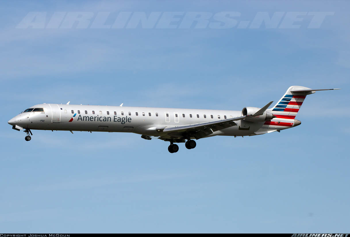 American Eagle (operated by PSA Airlines) CRJ-900 has smoke in the flight deck