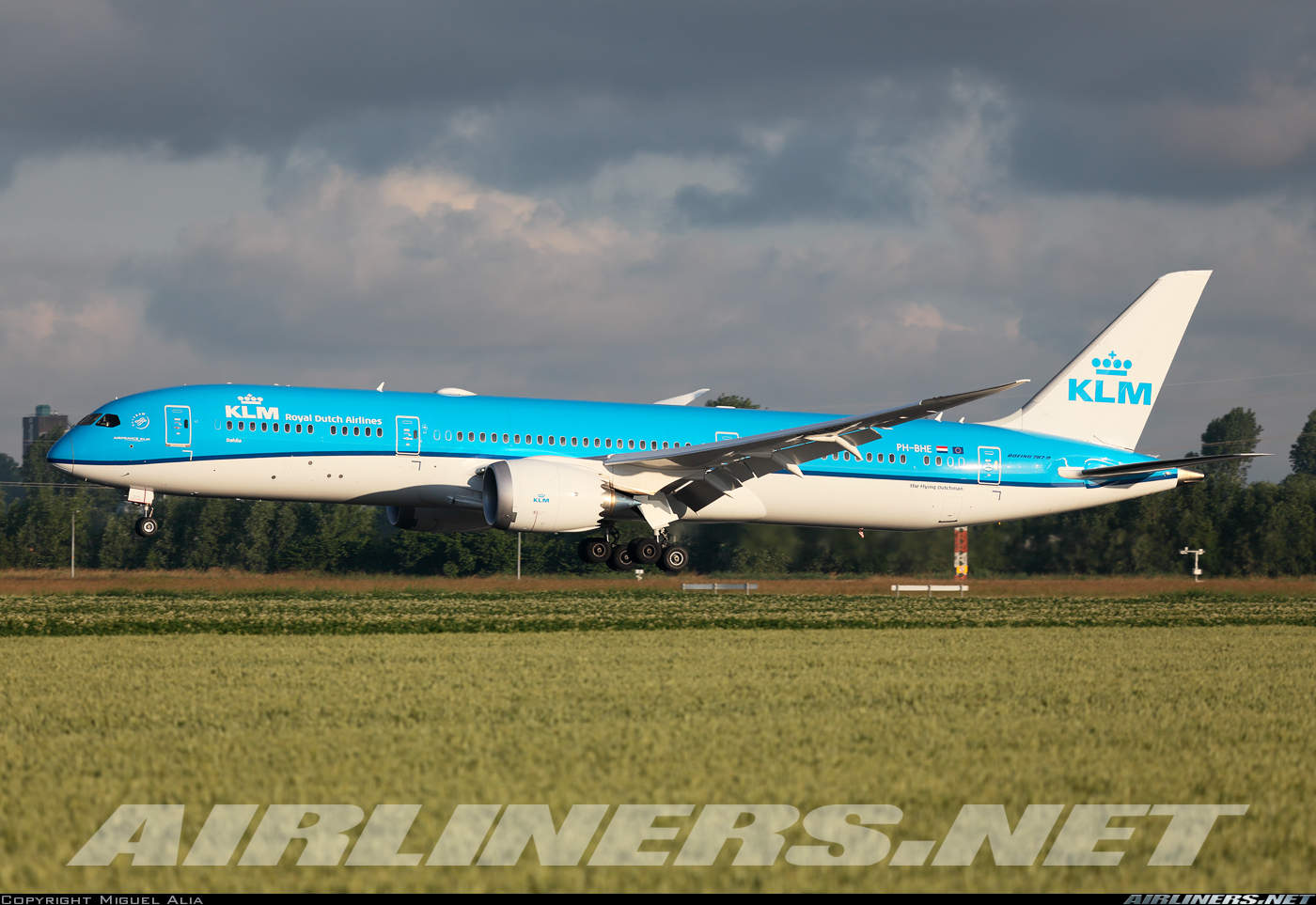 KLM – Royal Dutch Airlines becomes first airline to serve draught beer