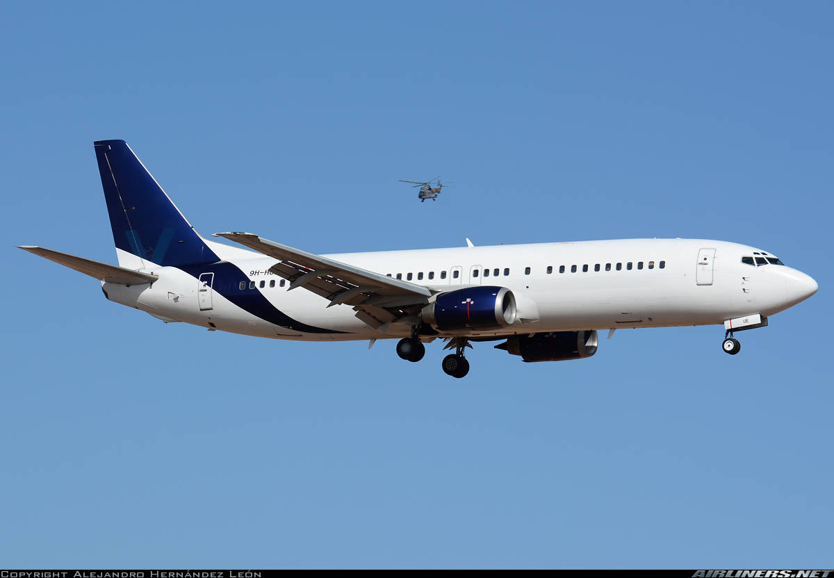 Air Horizont Boeing 737-430 has engine problems