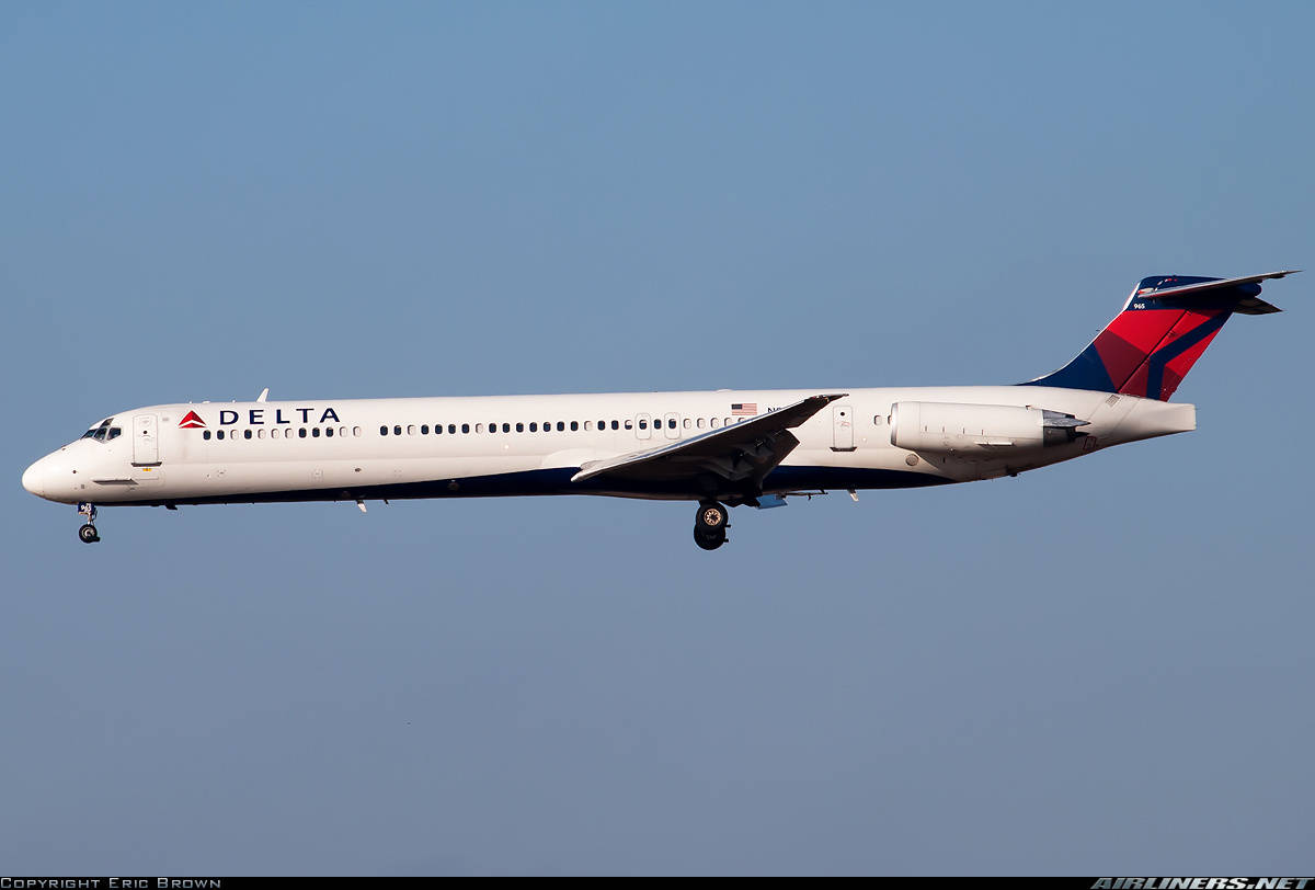 Spare cell phone battery overheats on Delta Air Lines MD-88