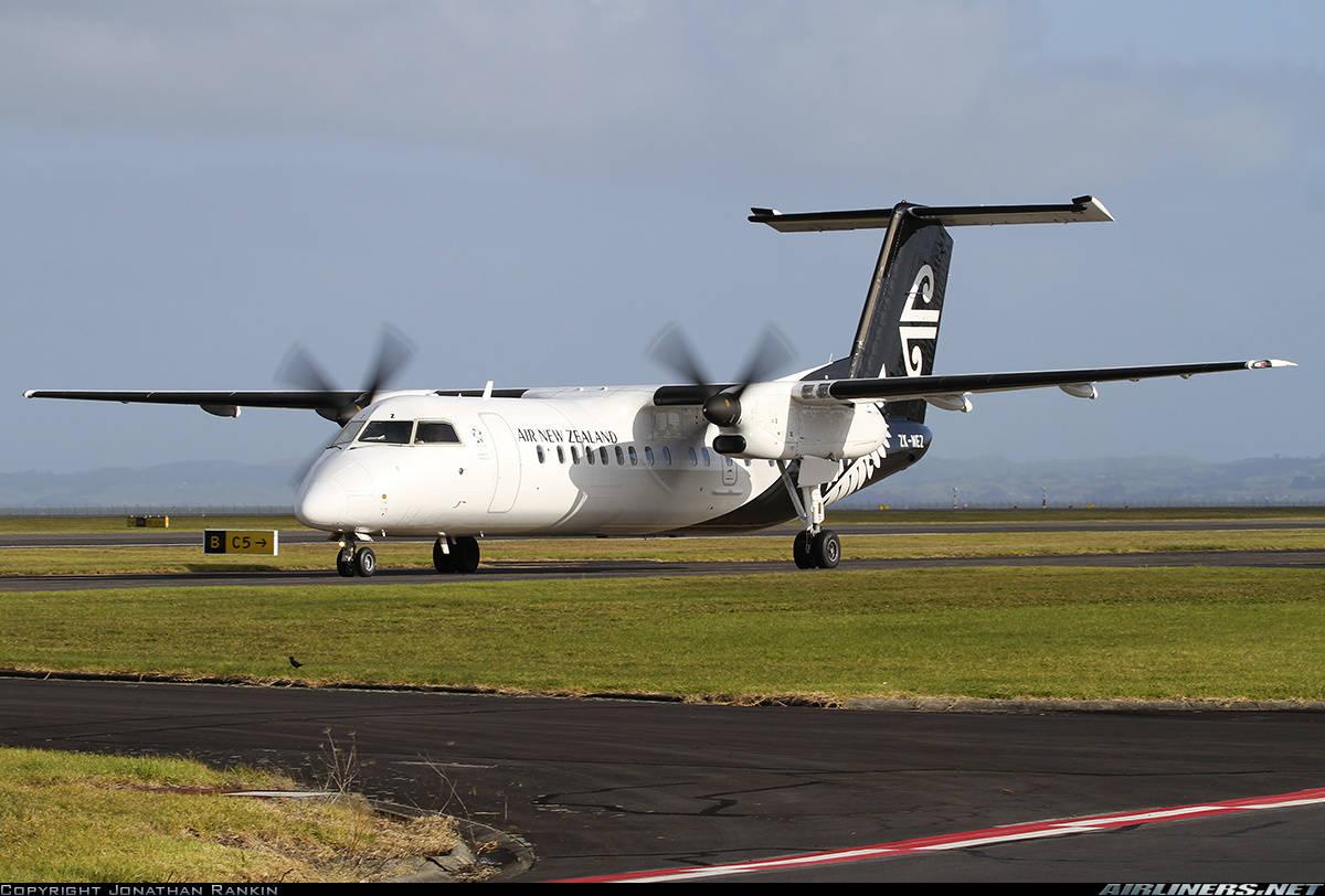 Air New Zealand Link Q300 evacuates because of hydraulic smoke