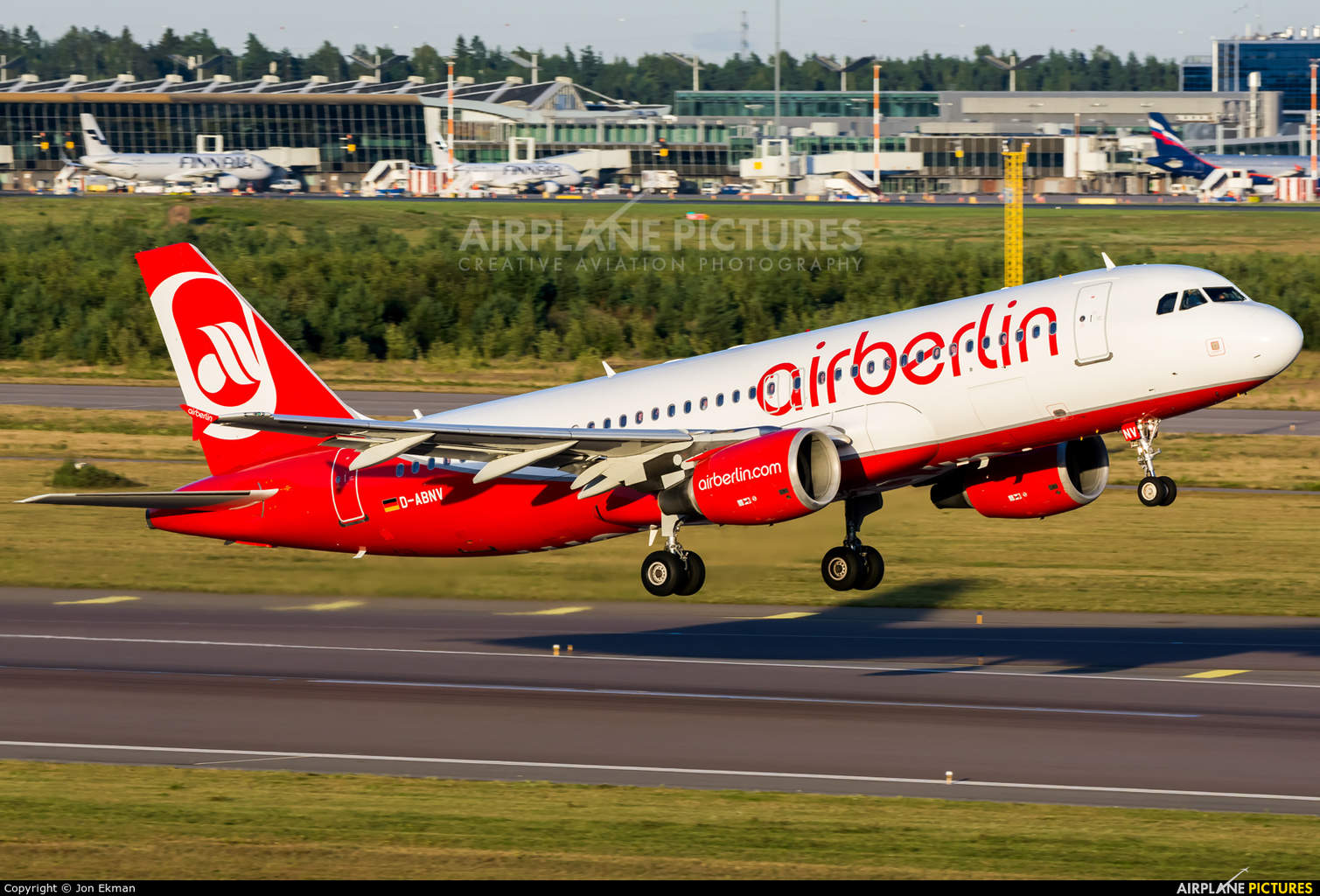 Lufthansa looking into wet-leasing from Air Berlin