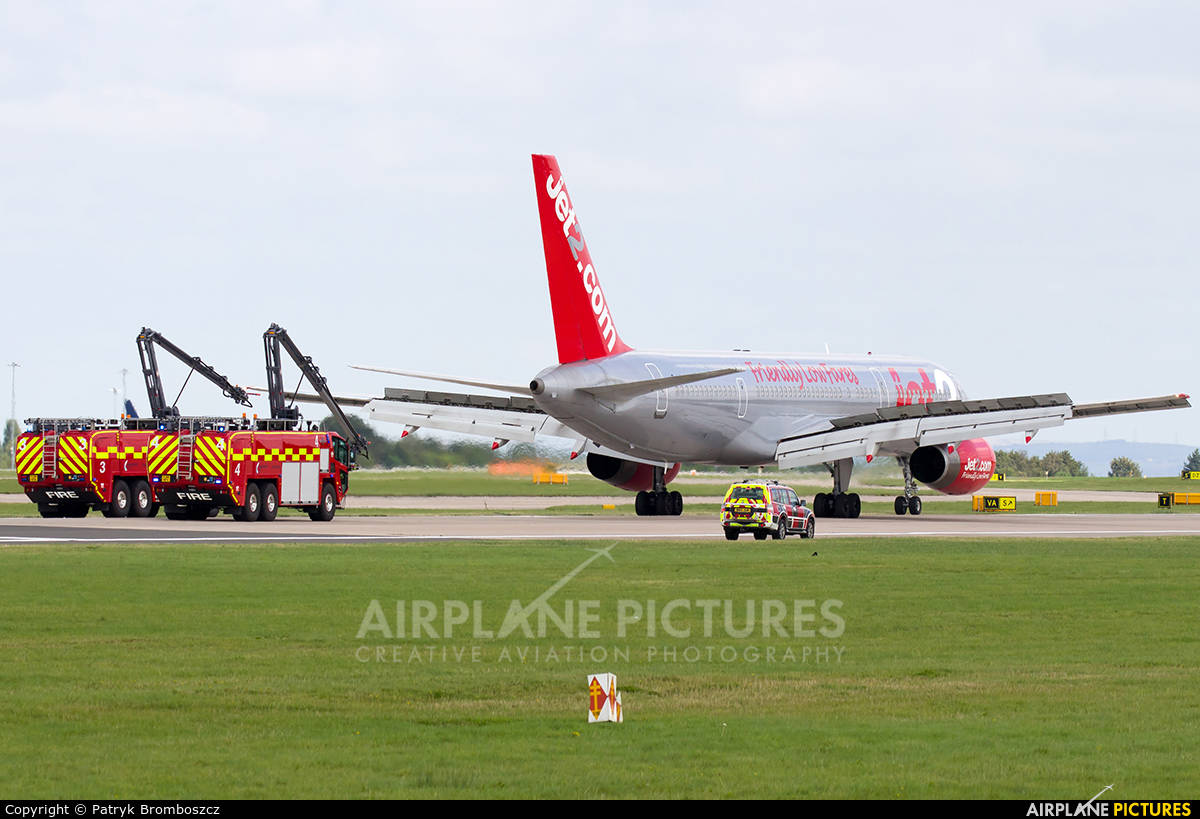 Boeing 757-21B of Jet2 returns to Manchester because of unresponsive MLG